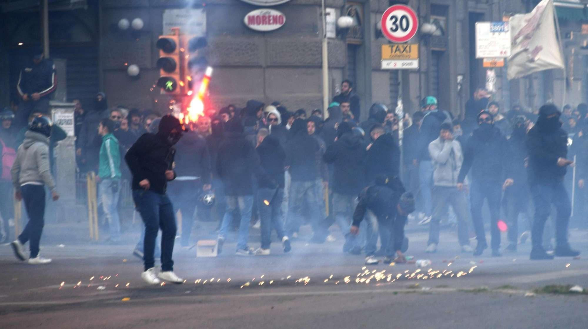 Scontri Napoli Salvini
