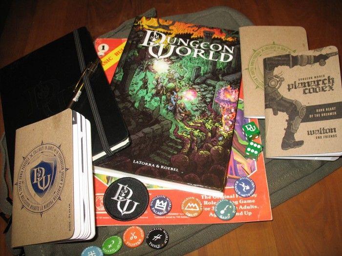 Immagine dell'edizione americana di Dungeon World coi materiali aggiuntivi realizzati grazie al crowdfunding