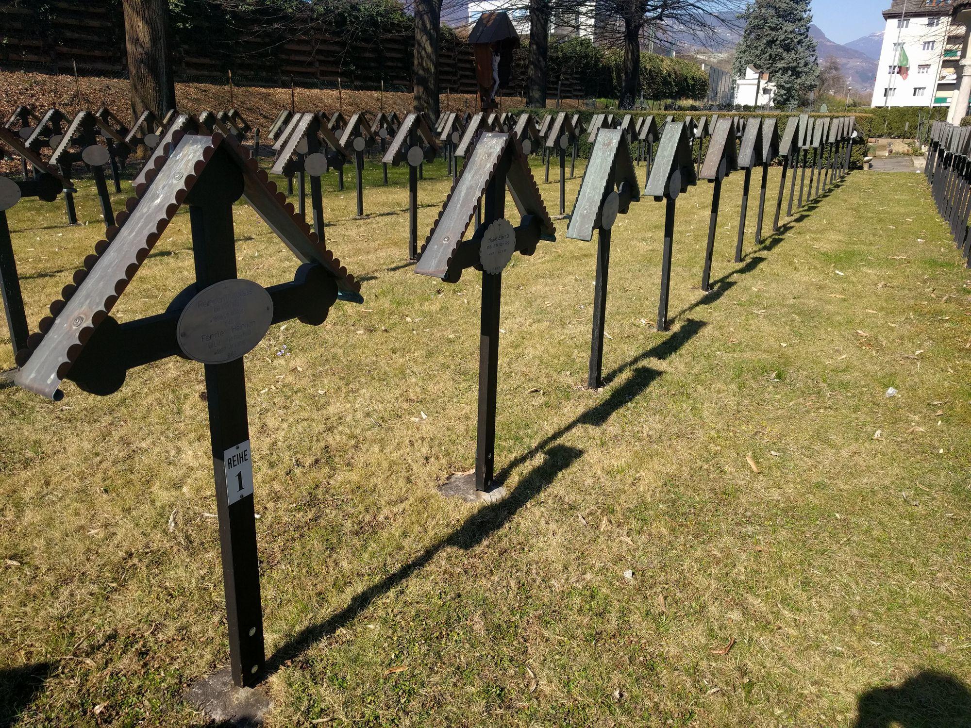 Taccuino degli appunti - una croce al cimitero